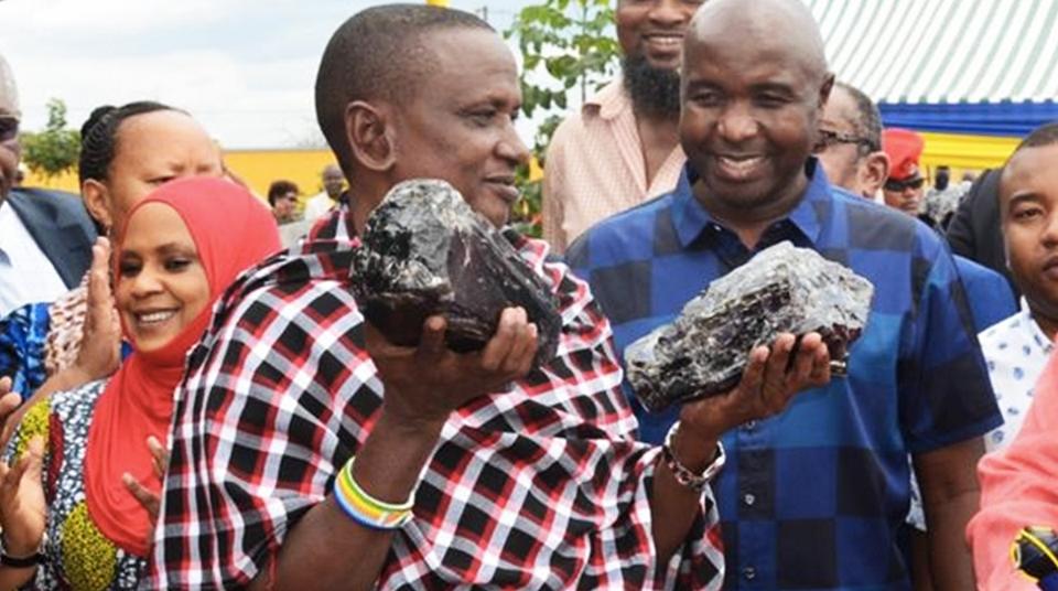 Шахтер из Танзании добыл редкие камни и стал миллионером
