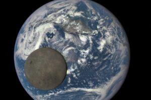 Почему две стороны Луны такие разные: новое исследование