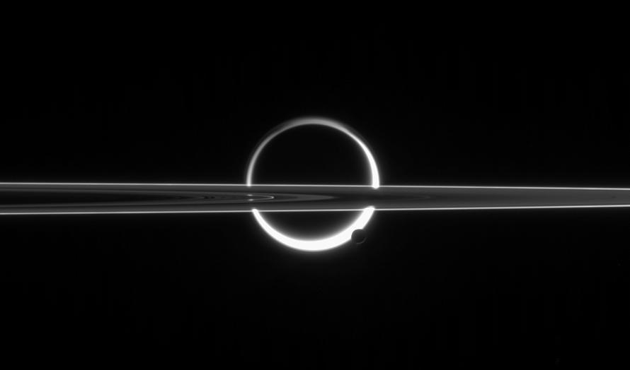 Титан отдаляется от Сатурна в 100 раз быстрее, чем ожидалось.Вокруг Света. Украина