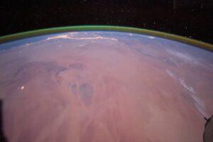 На Красной планете обнаружили зеленое свечение