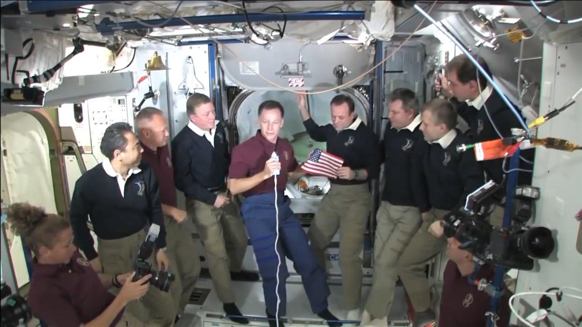 Даглас Херли заберет с МКС флаг, который оставил там 9 лет назад