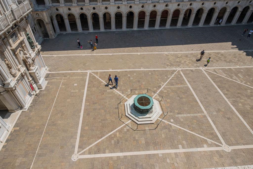 Венеция откладывает введение нового туристического налога
