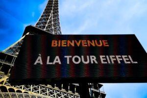 Эйфелеву башню открывают после рекордного простоя