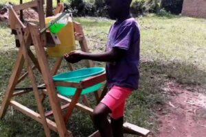 9-летний кениец  придумал машину для мытья рук