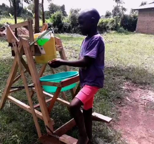 9-летний кениец  придумал машину для мытья рук.Вокруг Света. Украина