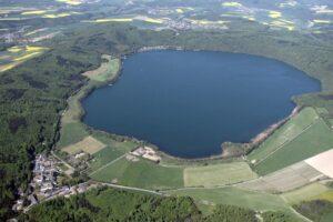 На западе Германии пробуждается древний вулканический массив