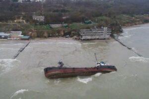 В Одессе из-за разлива нефти закрыли пляж «Дельфин»