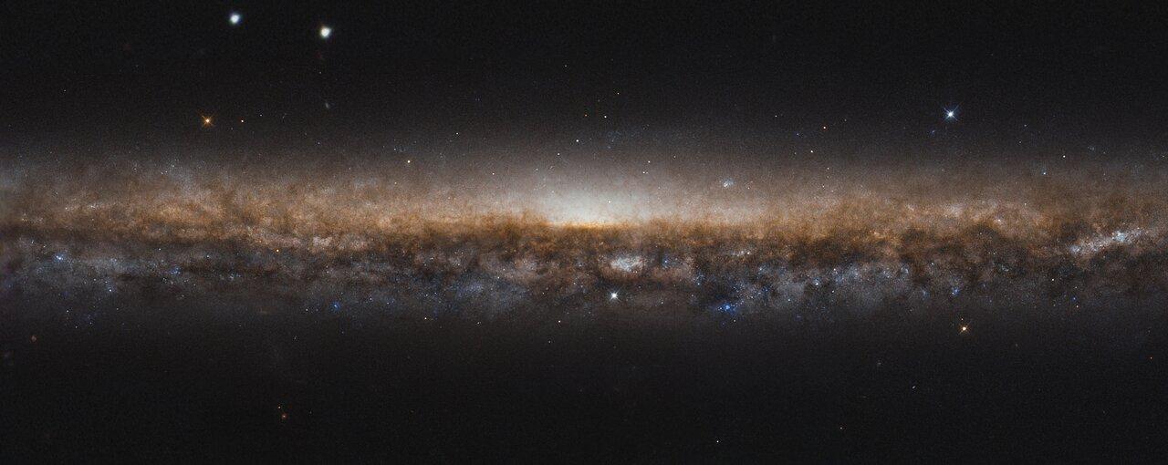 Хаббл запечатлел галактику «Острие ножа» на детальном снимке