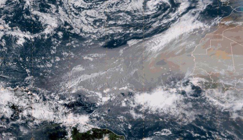 К США дрейфует огромное облако пыли из Сахары