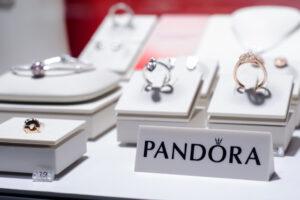 Ювелирный дом  Pandora  будет делать украшения из вторсырья