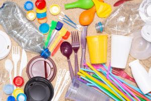 Германия запретила продажу одноразового пластика
