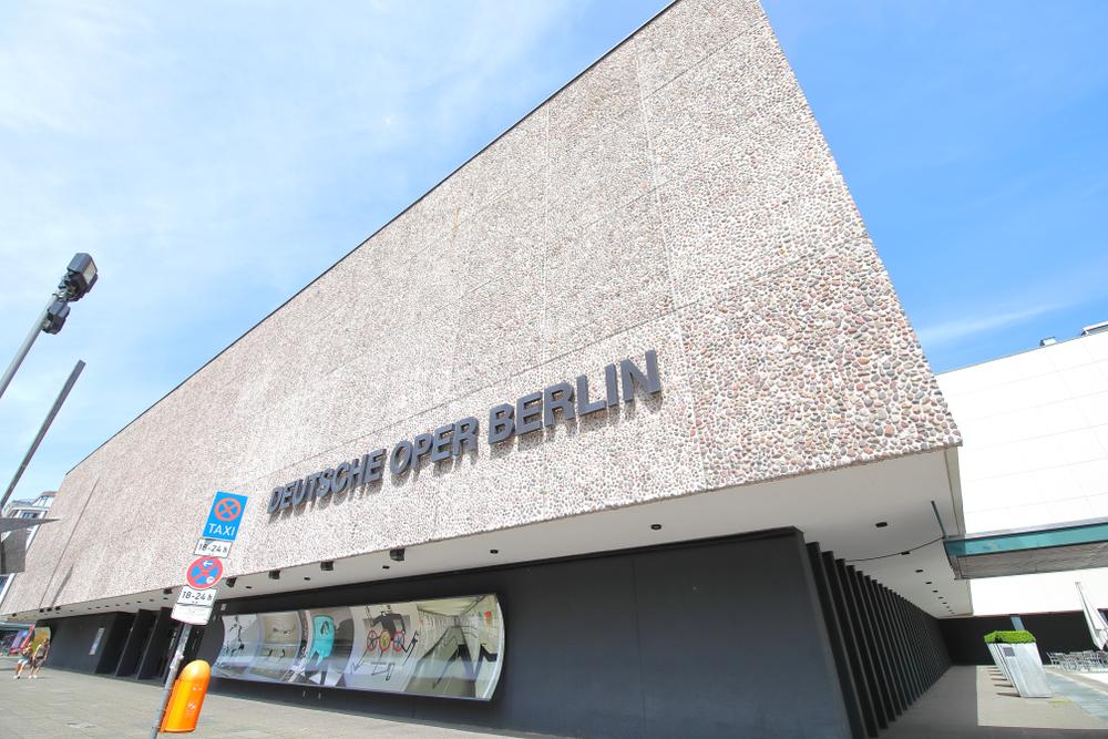 Берлинская опера откроется концертом на парковке