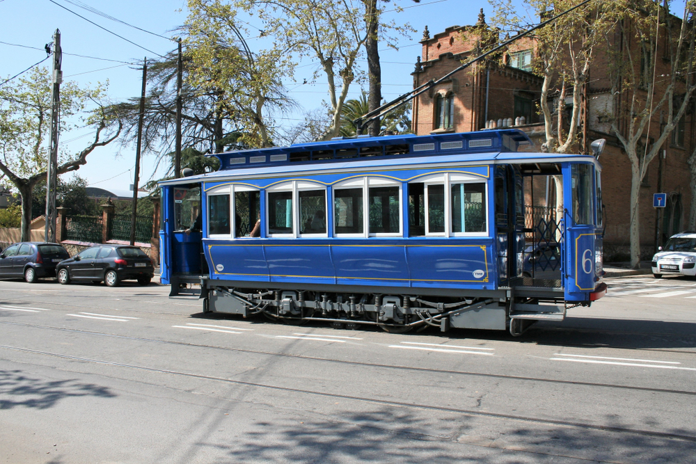 трамвай в барселоне