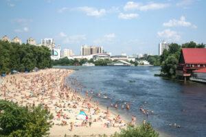 В Киеве открыли пляжи