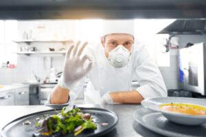 Есть можно без маски: Минздрав Украины обнародовал правила работы ресторанов