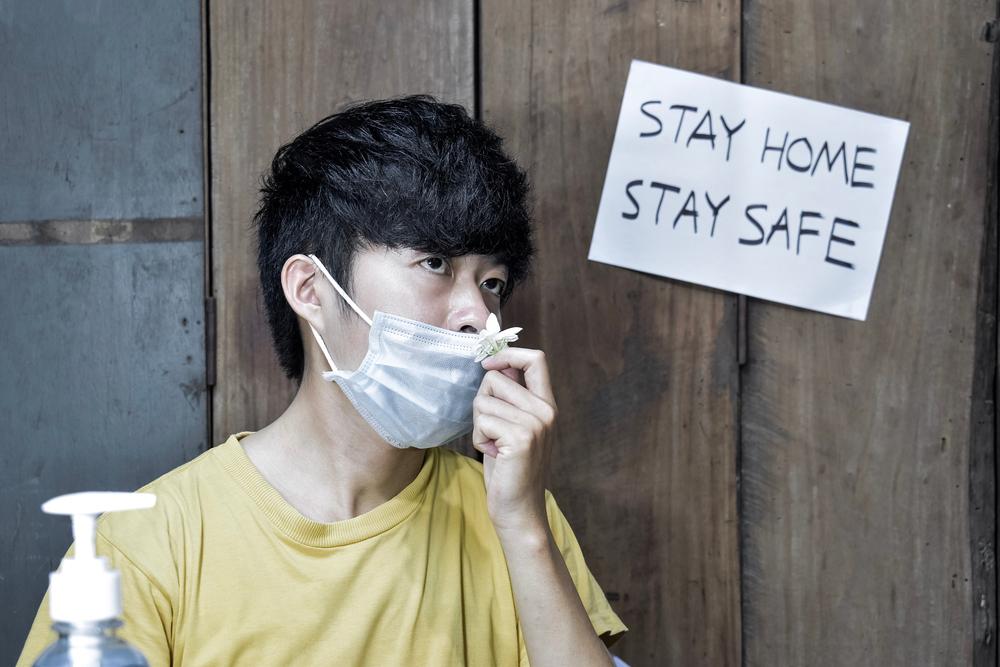 Почему больные COVID-19 не чувствуют запахи