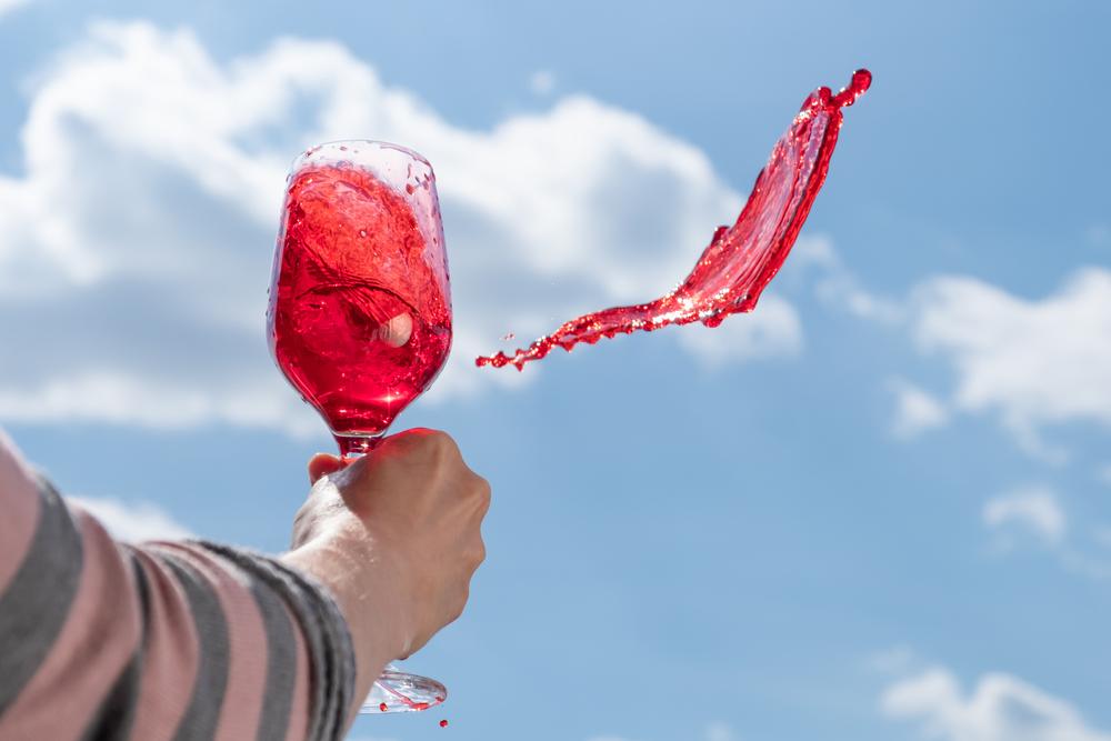 Французское вино переработают на санитайзеры