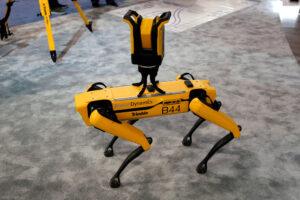 В США начали продавать роботов-собак Boston Dynamics