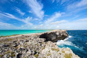 Какой остров Земли самый длинный и узкий?