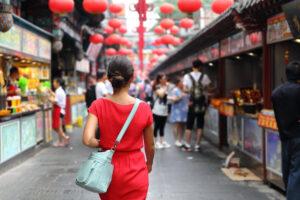 Пекинцам выдадут миллиарды на шопинг и развлечения