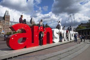 Жители Амстердама требуют ввести лимит на количество туристов