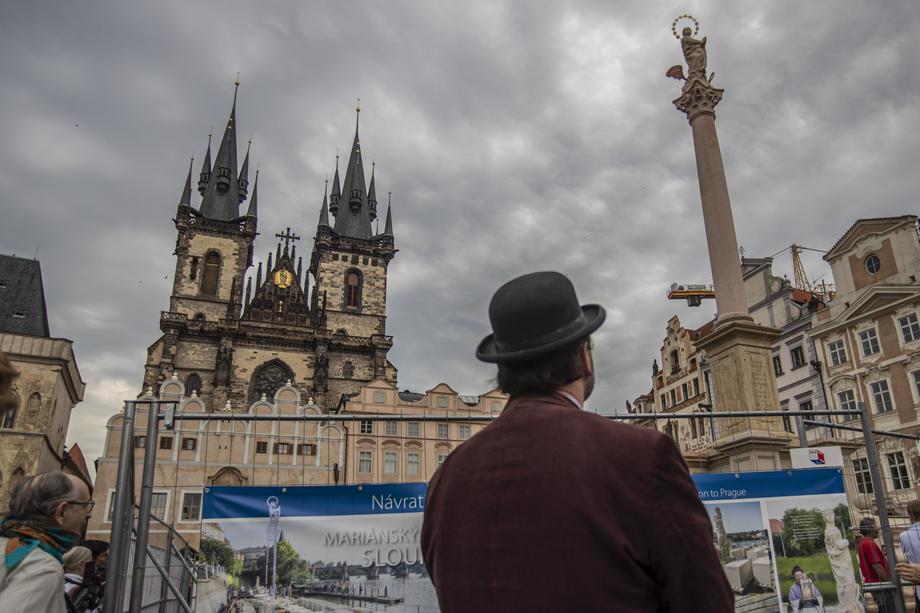 После 100 лет споров в Чехии восстановили статую Девы Марии