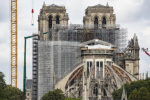 Собор Парижской Богоматери освобождают от лесов