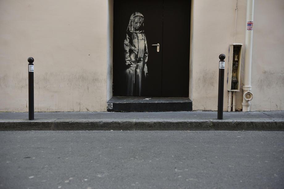 Пропавшую в Париже дверь с рисунком Бэнкси нашли в Италии
