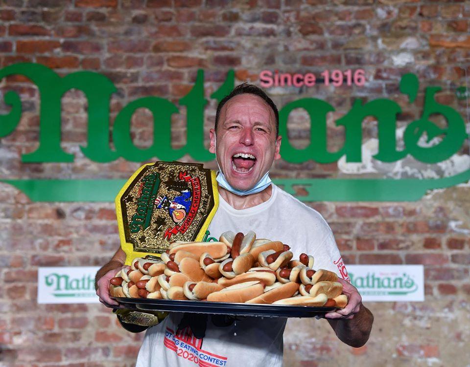 Американец съел 75 хот-догов за 10 минут на легендарном чемпионате.Вокруг Света. Украина