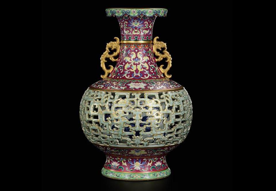 Китайская ваза из старушкиной кладовки ушла с молотка за $9 млн
