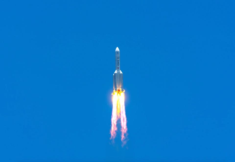 Китай успешно запустил первую миссию на Марс
