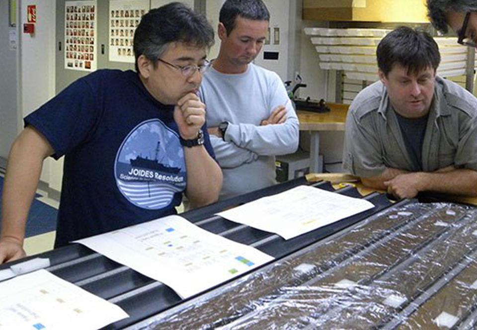 Биологи разбудили микробов, спавших на дне океана 100 млн лет.Вокруг Света. Украина