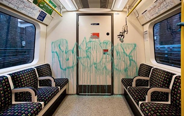 Бэнкси притворился дезинфектором и разрисовал метро в Лондоне