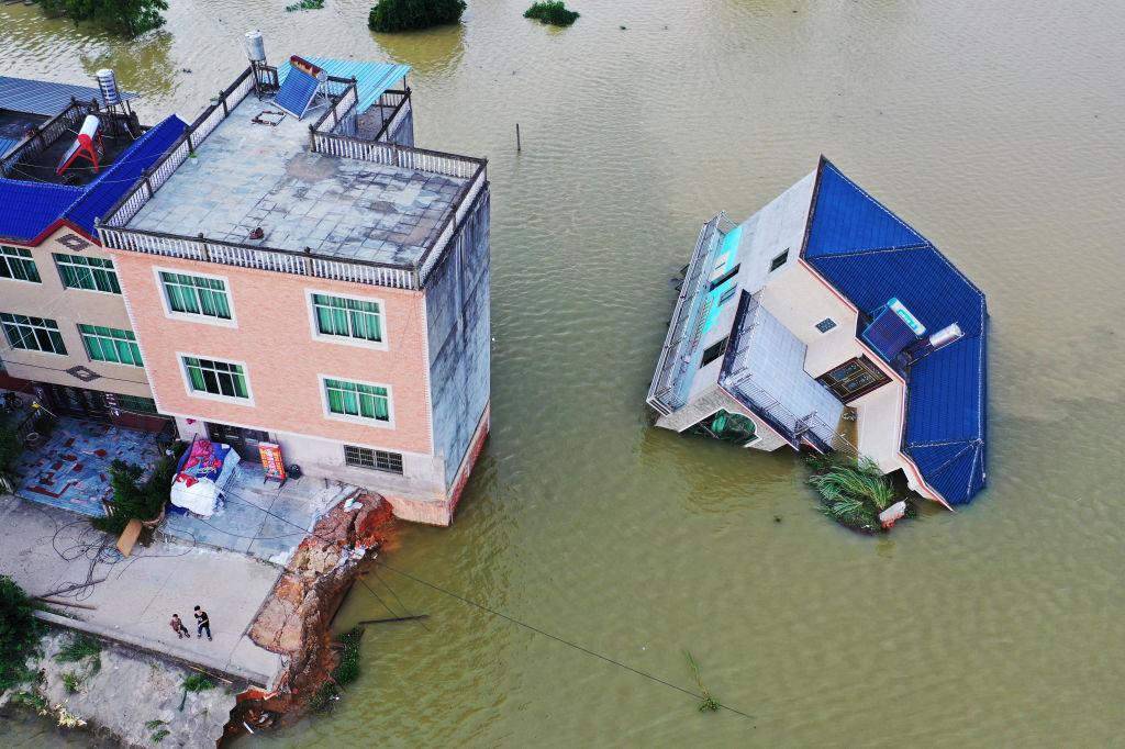 Китайцы взорвали плотину на притоке Янцзы, чтобы спастись от наводнения.Вокруг Света. Украина