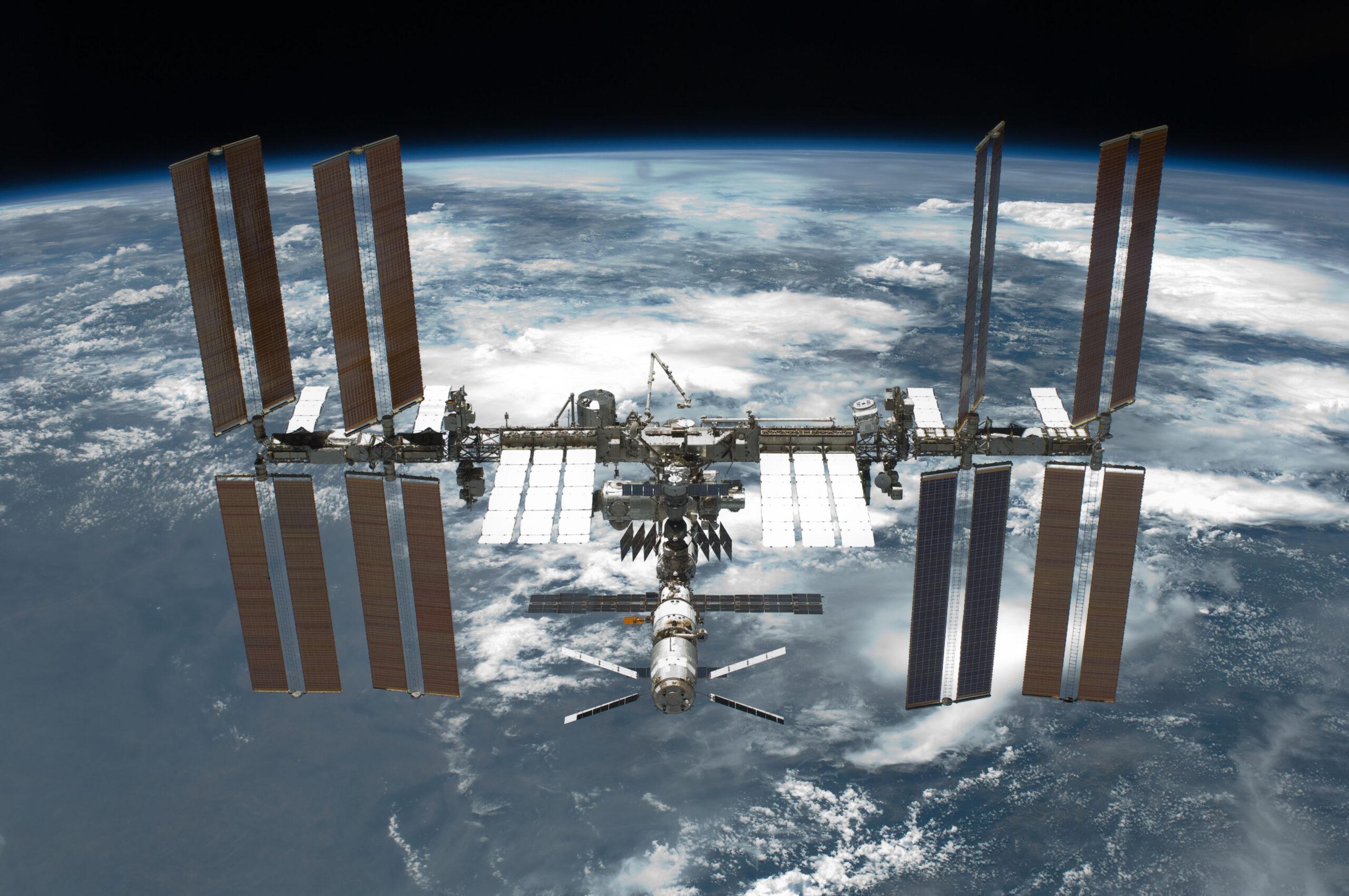 МКС чуть не столкнулась с космическим мусором