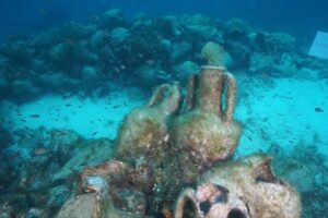 В Греции из древнего корабля сделали подводный музей