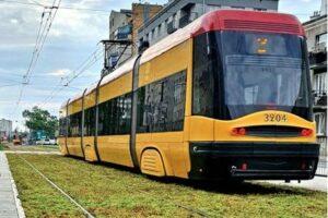 В Варшаве озеленяют трамвайные пути