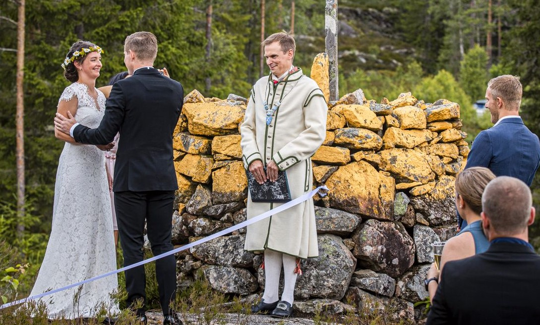 Пара из Швеции и Норвегии поженилась на границе из-за карантина