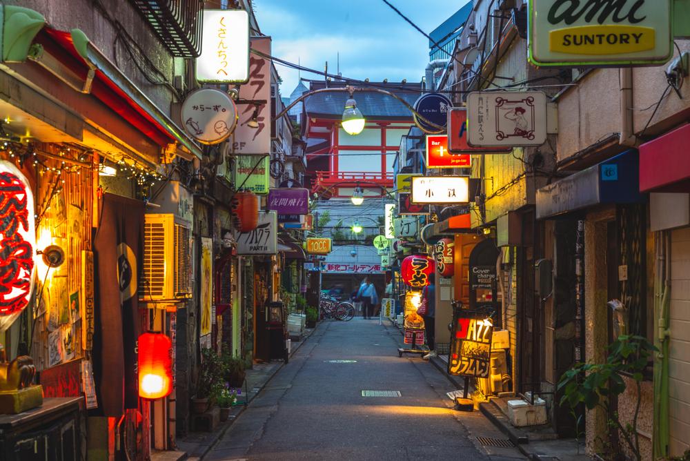 В Токио владельцам клубов будут платить за прогулы