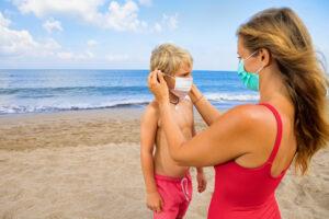 На испанских пляжах ввели масочный режим