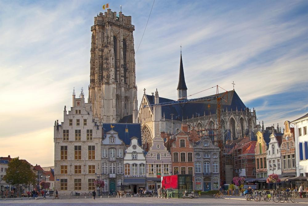 Средневековый город в Бельгии платит туристам за отели
