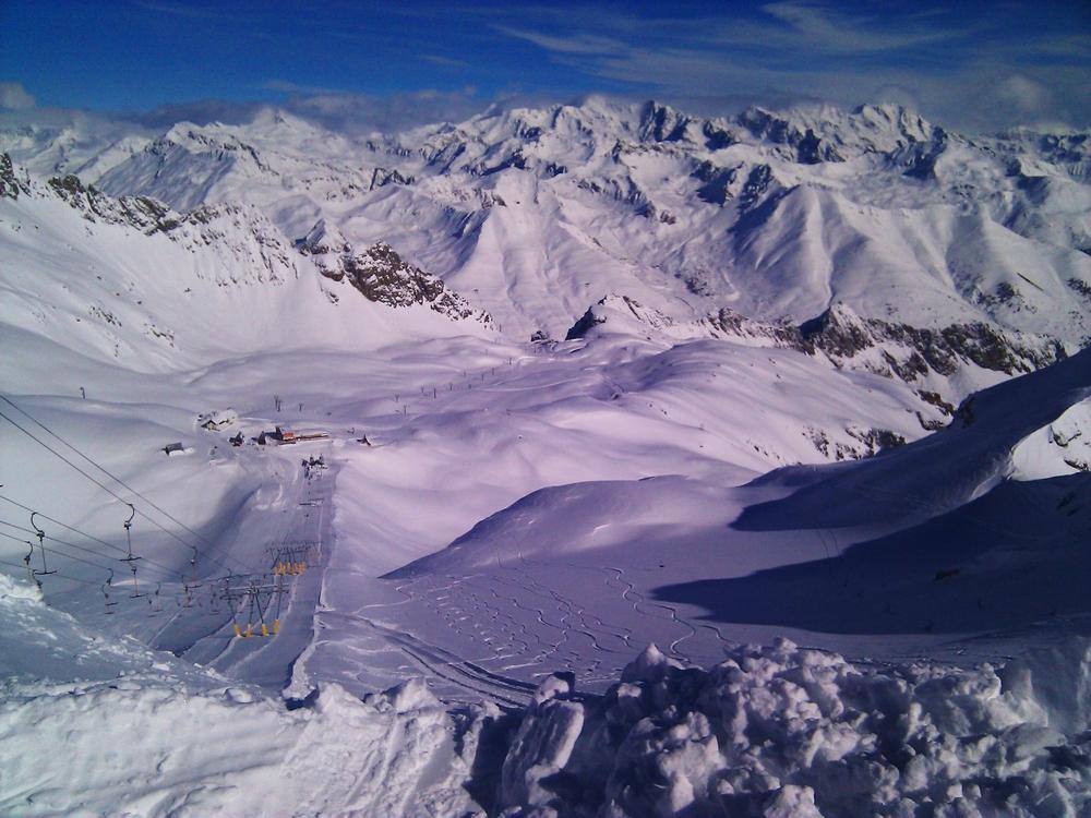 В Альпах из-за глобального потепления порозовел лед