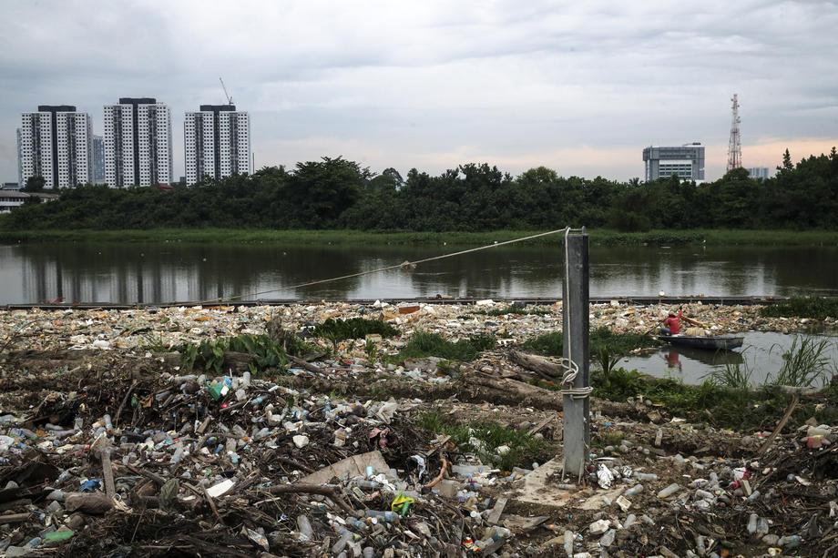 В Малайзии нашли крупнейшую партию токсичных отходов из Румынии