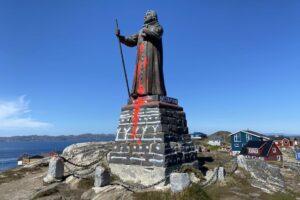 В Гренландии голосованием решают судьбу статуи