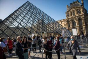 Лувр открылся после четырех месяцев карантина