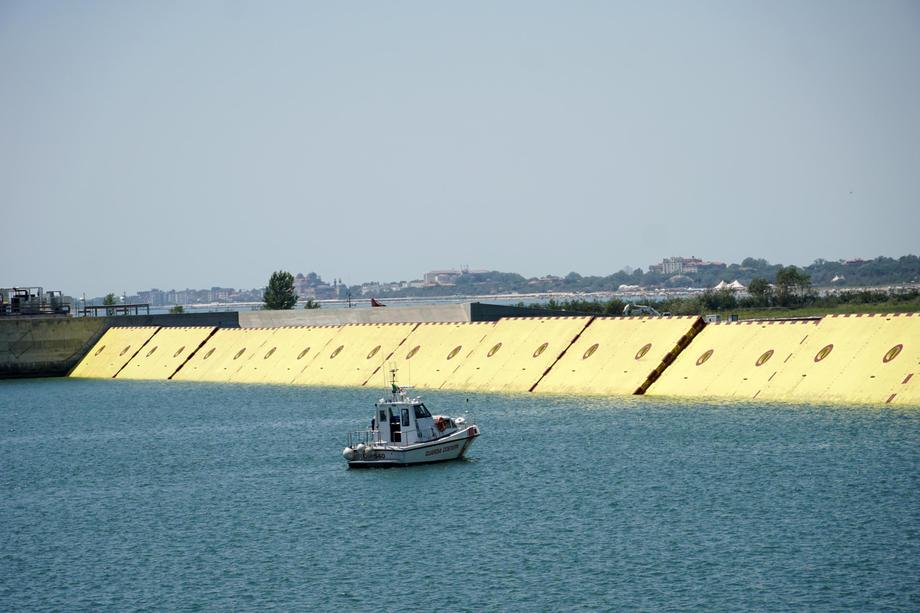 В Венеции создали систему шлюзов для защиты от наводнений