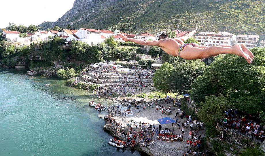 В боснийском Мостаре уже 454 года соревнуются в прыжках со Старого моста