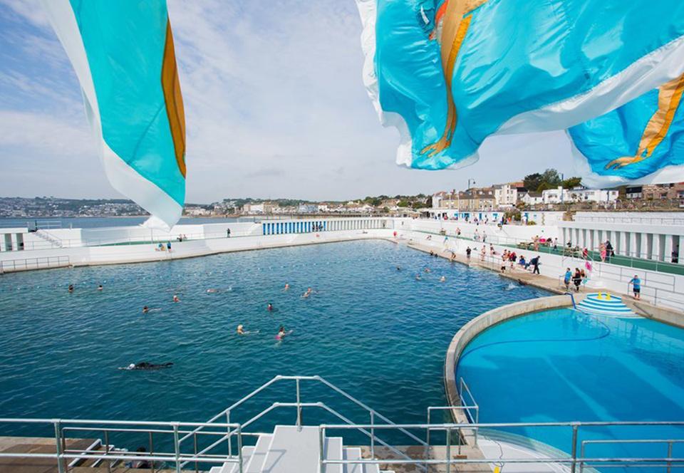 В Англии реконструировали легендарный открытый бассейн 1935 года.Вокруг Света. Украина