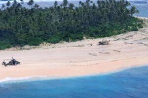 Застрявших на тихоокеанском острове моряков заметили благодаря огромной надписи «SOS»