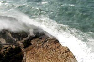 Водопады в Австралии потекли в обратном направлении